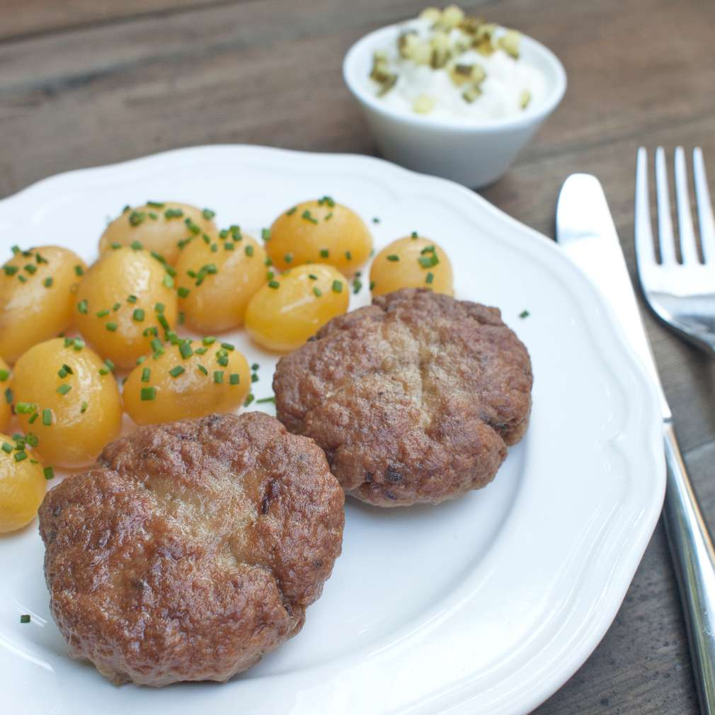 Zobrazit Karbanátky s karamelizovanou cibulí receptů