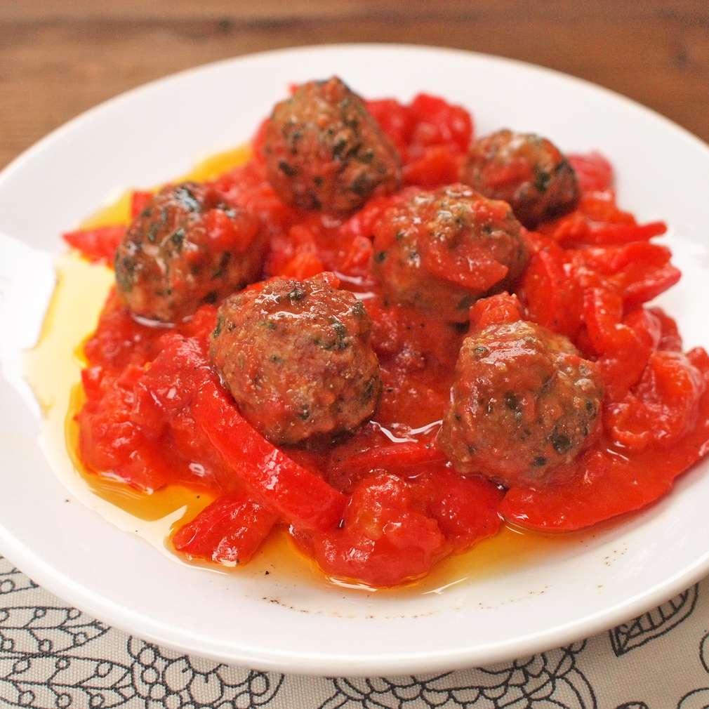 Zobrazit Masové kuličky v paprikové omáčce receptů