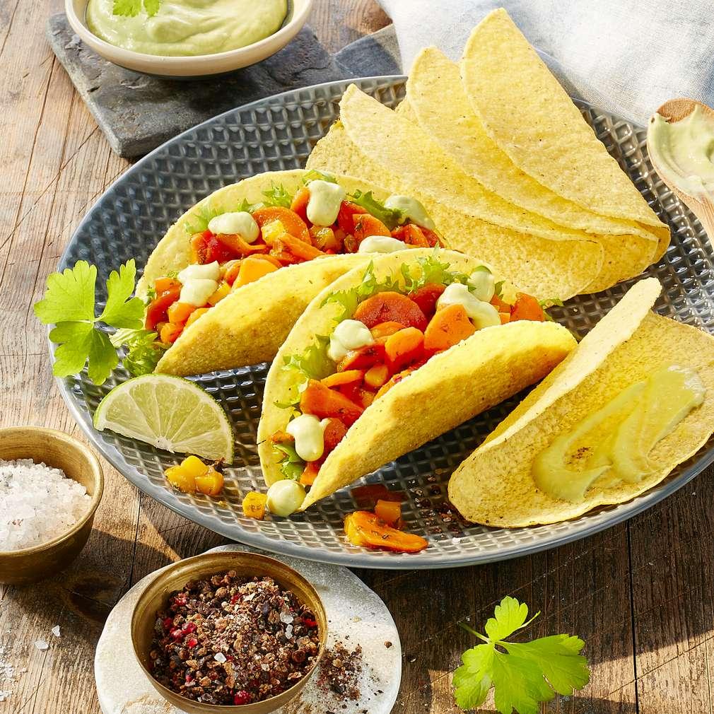 Abbildung des Rezepts Taco-Shells mit exotischer Salatfüllung und Avocado-Dip
