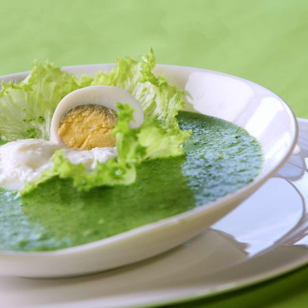 Изобразяване на рецептата Студена яйчена супа със спанак