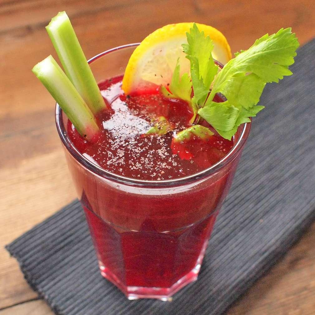Zobrazit Bloody Mary s červenou řepou receptů