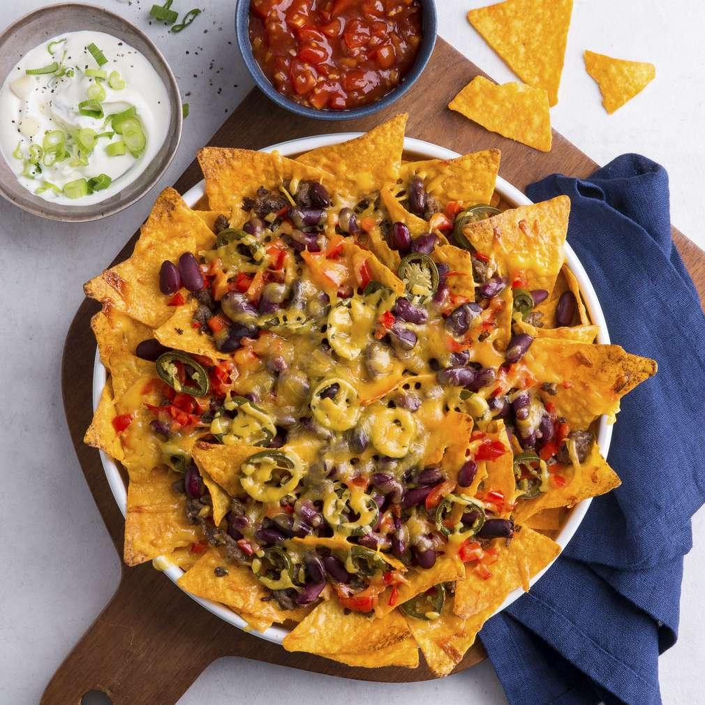 Zdjęcie przepisu Zapiekane nachos z dwoma różnymi dipami