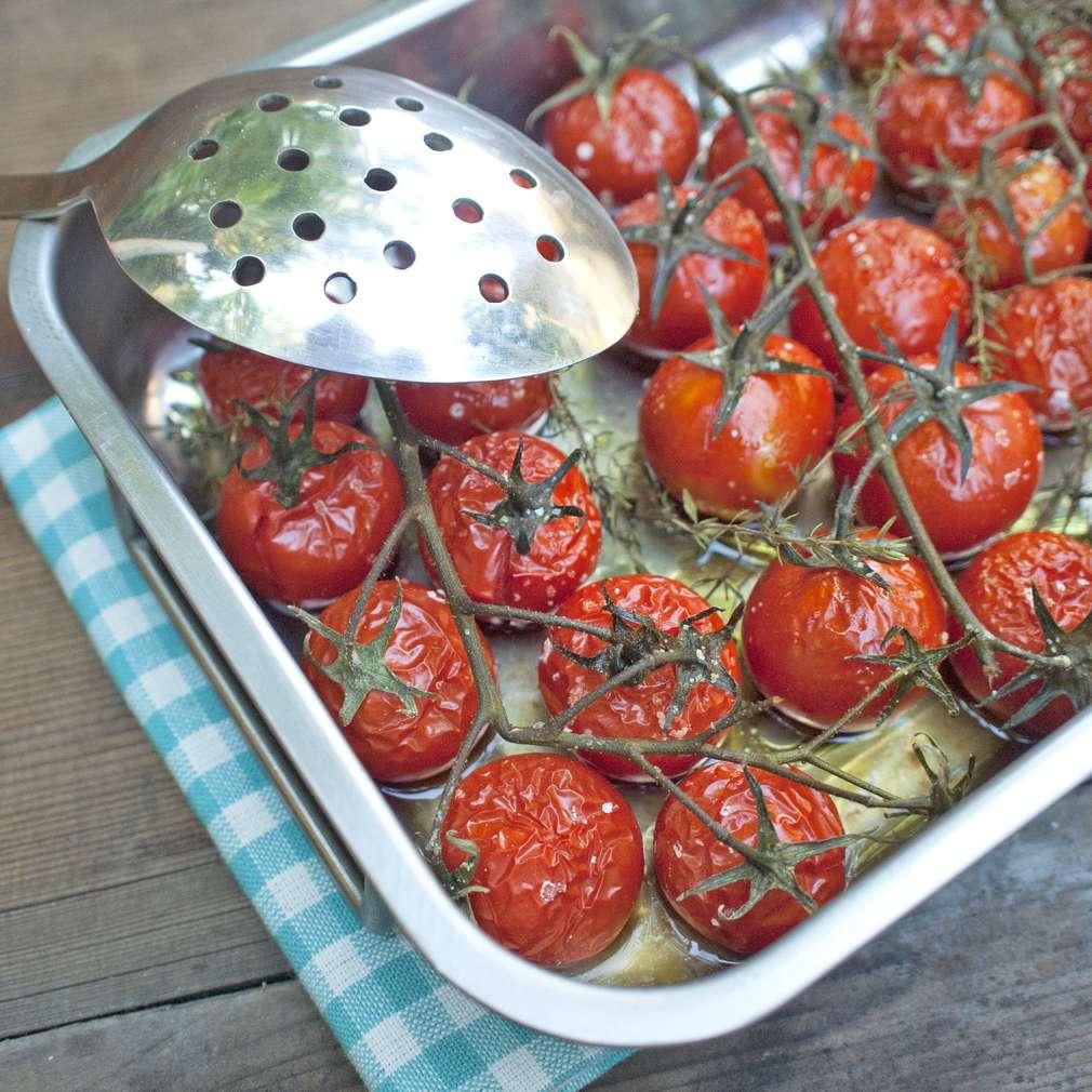 Zobrazit Omáčka na špagety z pečených rajčat receptů