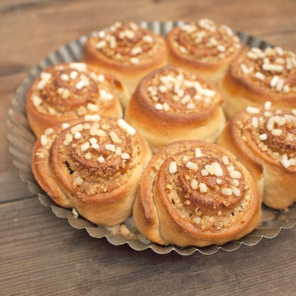 Zobrazit Skořicové šneky s ořechy receptů