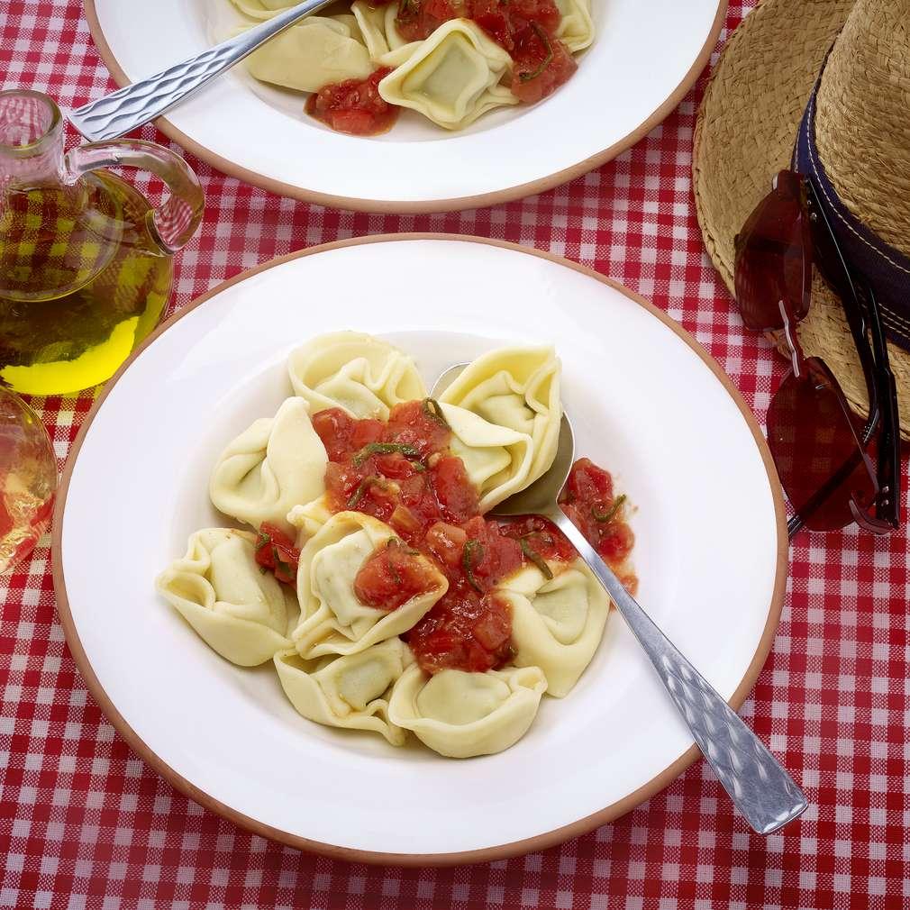 Abbildung des Rezepts Tortellini in Salbei-Tomaten-Öl