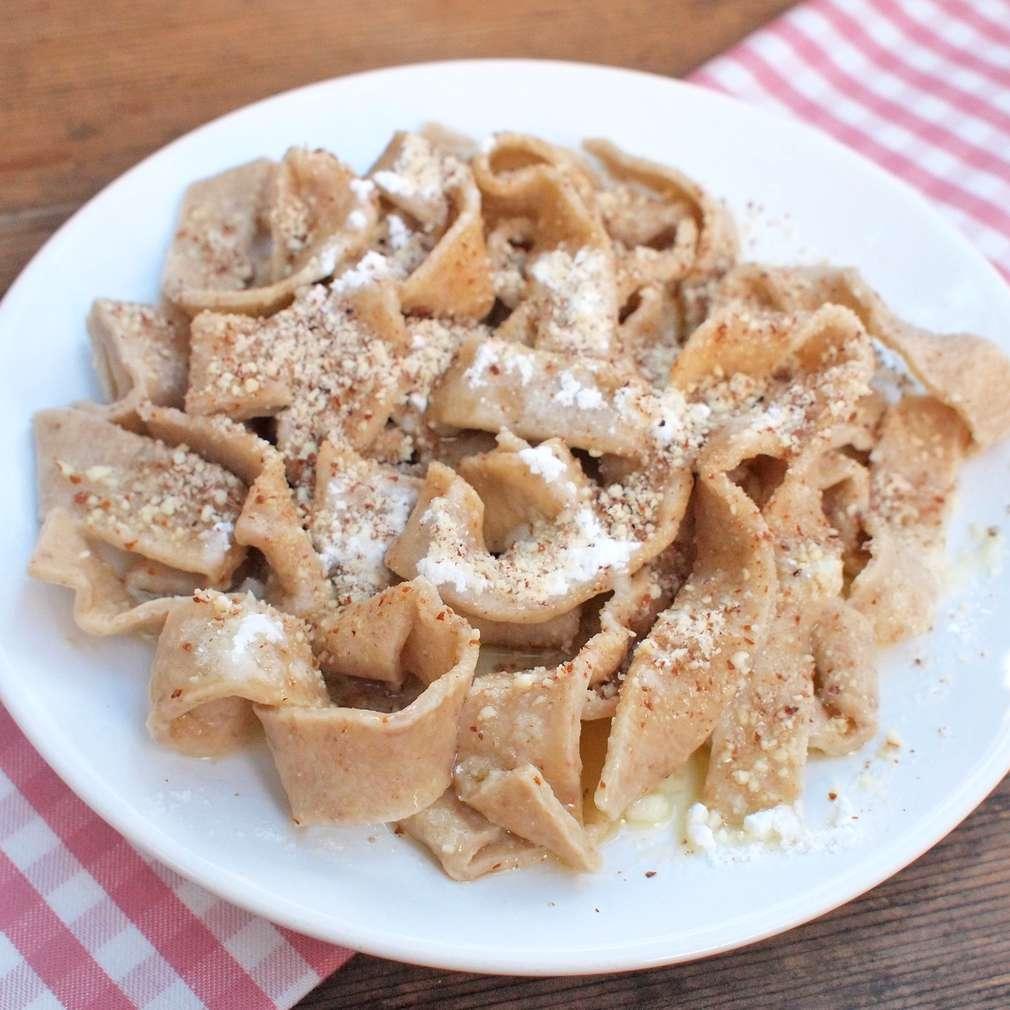 Zobrazit Špaldové nudle s ořechy receptů