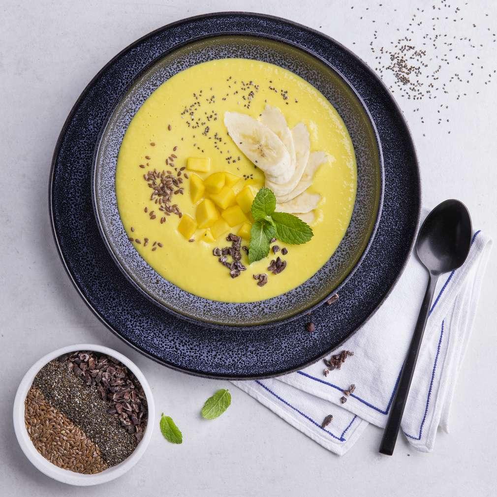Abbildung des Rezepts Smoothiebowl mit Mango, Birnen und Bananen