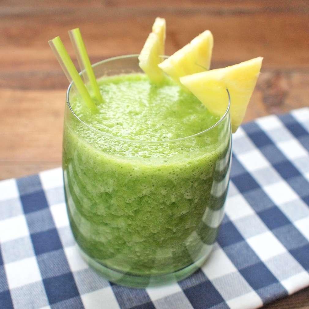 Zobrazit Zelené smoothie s ananasem receptů