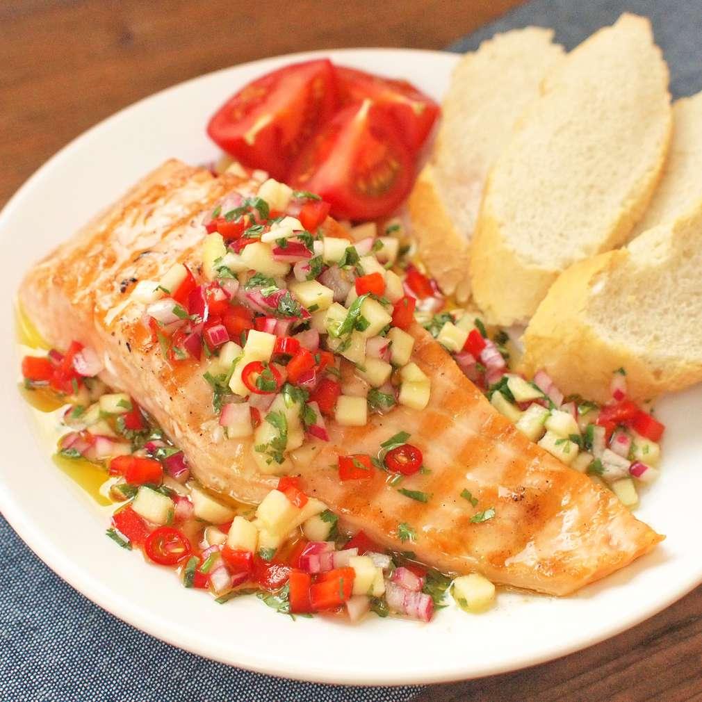 Zobrazit Pečený filet s pikantní salsou receptů