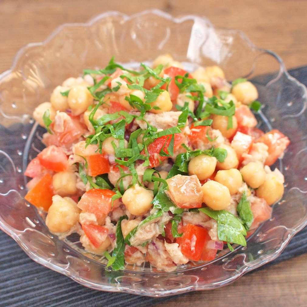 Zobrazit Tuňákový salát s cizrnou receptů