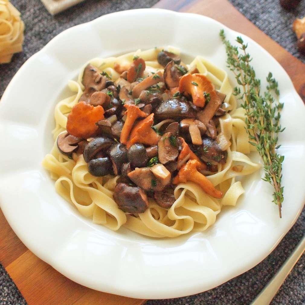 Zobrazit Tagliatelle s hříbkovým ragú receptů