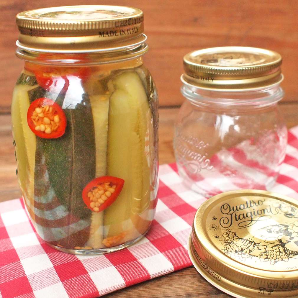 Zobrazit Pikantní cuketa s feferonkami receptů