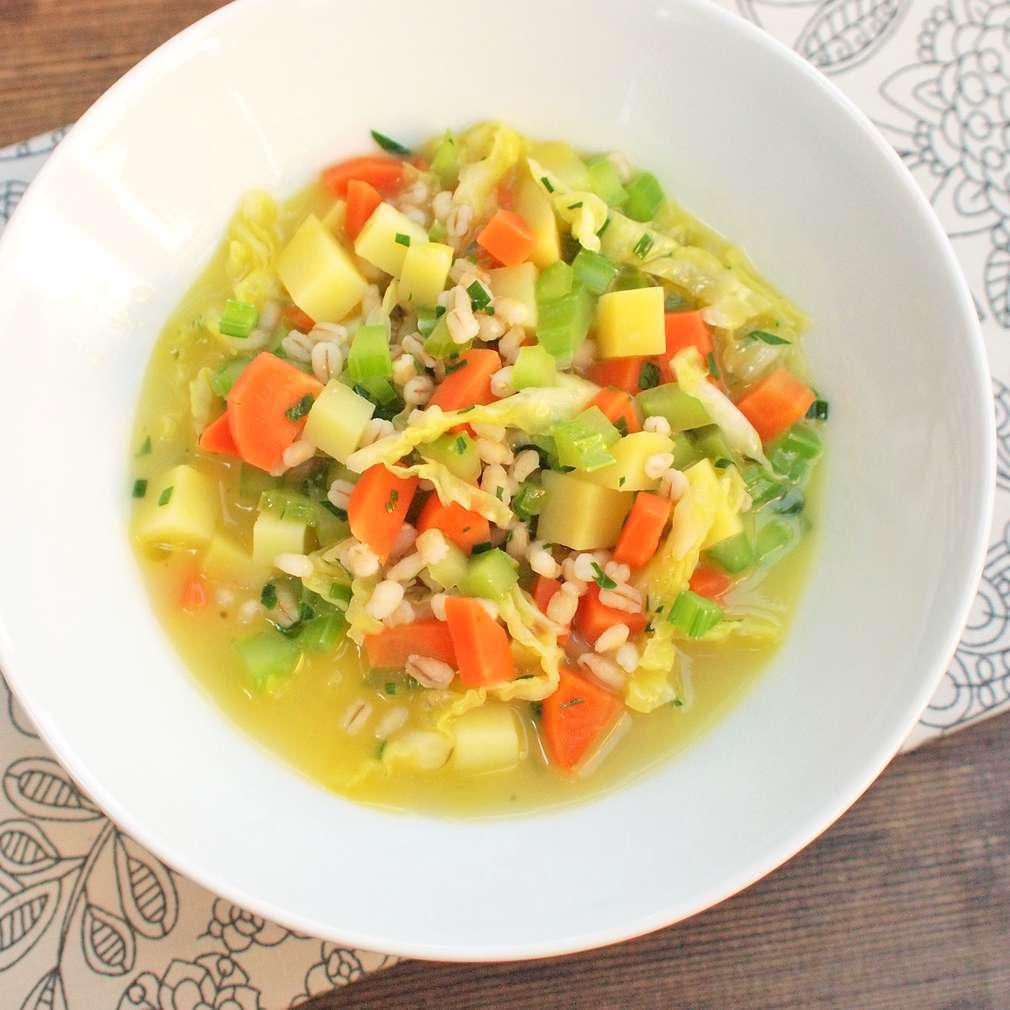 Zobrazit Zeleninová polévka s kroupami receptů