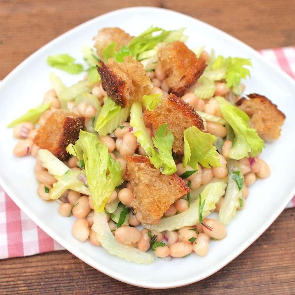Zobrazit Fazolový salát s řapíkatým celerem receptů