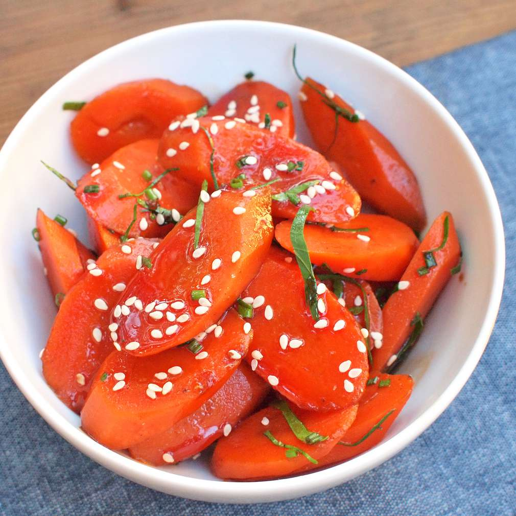 Zobrazit Mrkvový salát s bylinkovou zálivkou receptů
