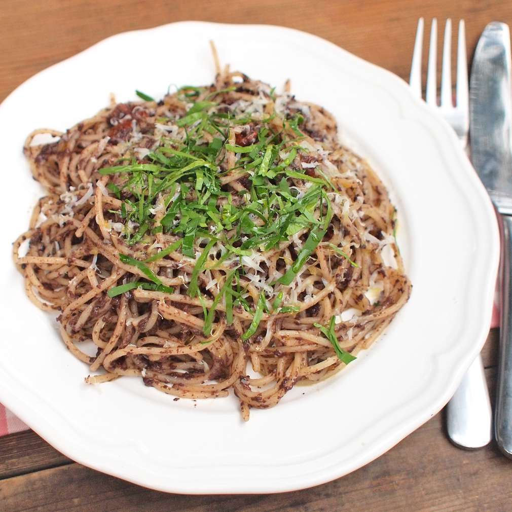 Zobrazit Špagety s olivovým pestem receptů