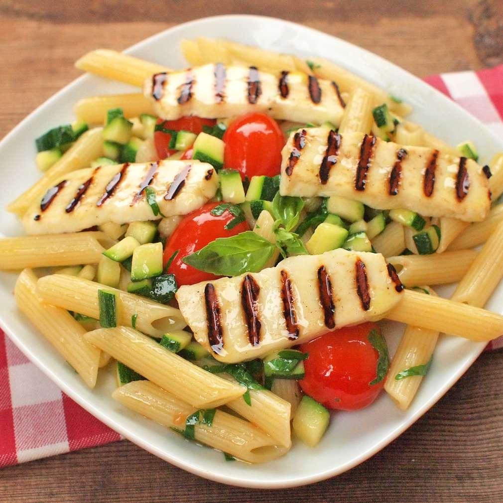 Zobrazit Těstovinový salát s grilovaným sýrem halloumi receptů