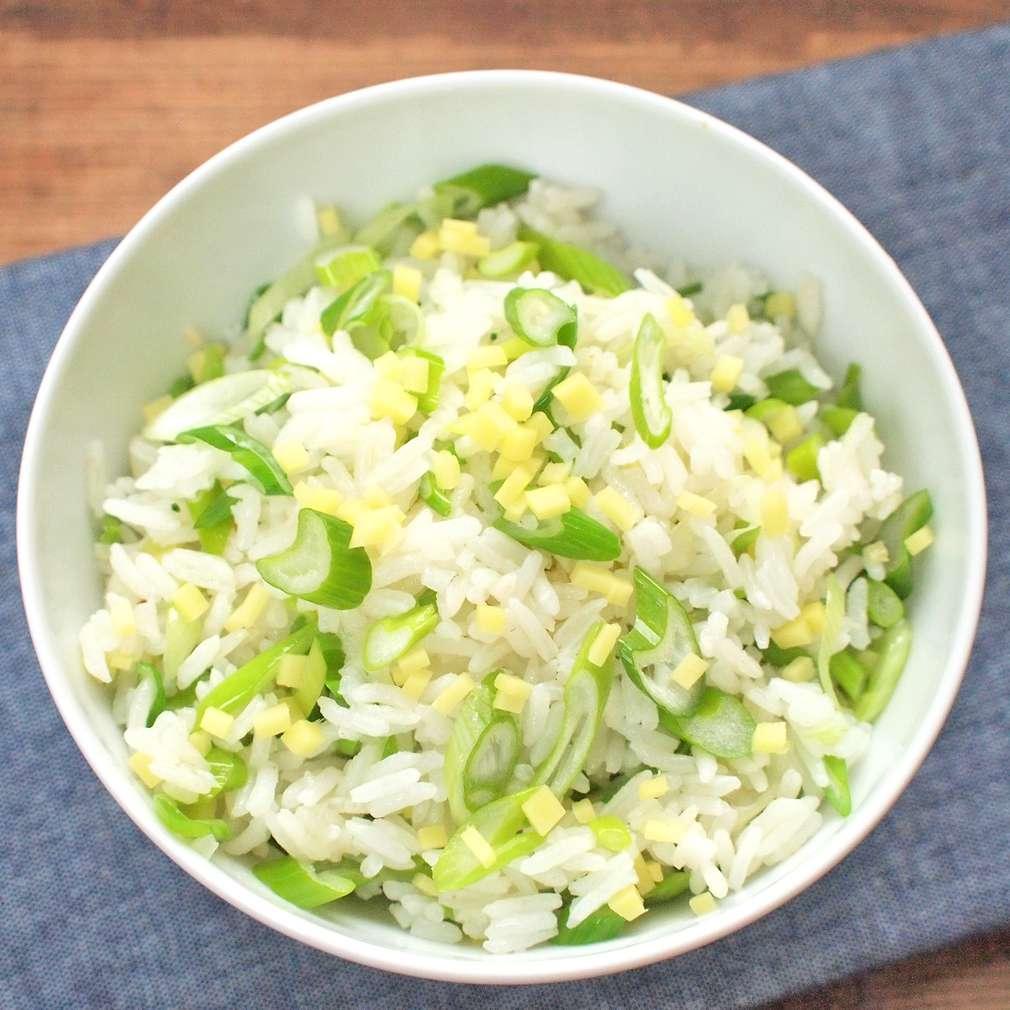 Zobrazit Smažená rýže se zázvorem a jarní cibulkou receptů