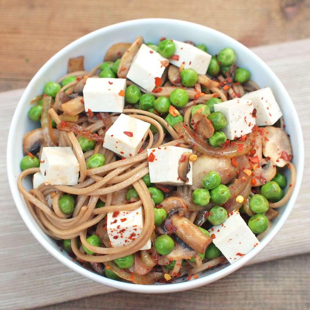 Zobrazit Zeleninový stir fry s pohankovými nudlemi receptů