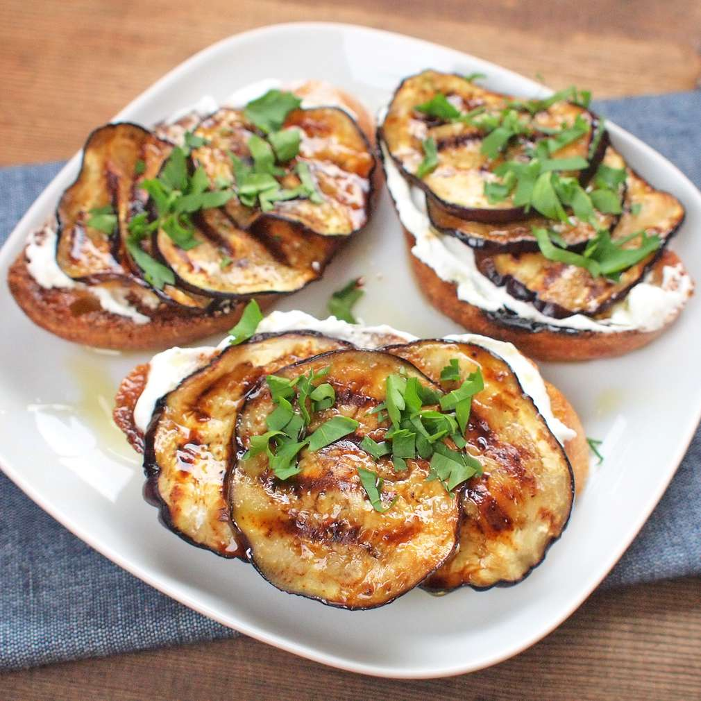 Zobrazit Křupavý chléb s bylinkovým lilkem receptů
