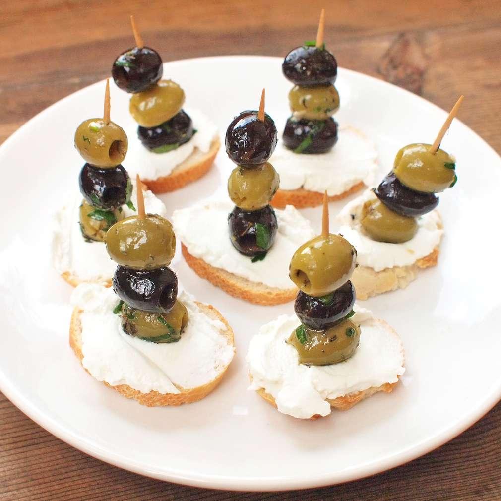 Zobrazit Jednohubky s marinovanými olivami receptů