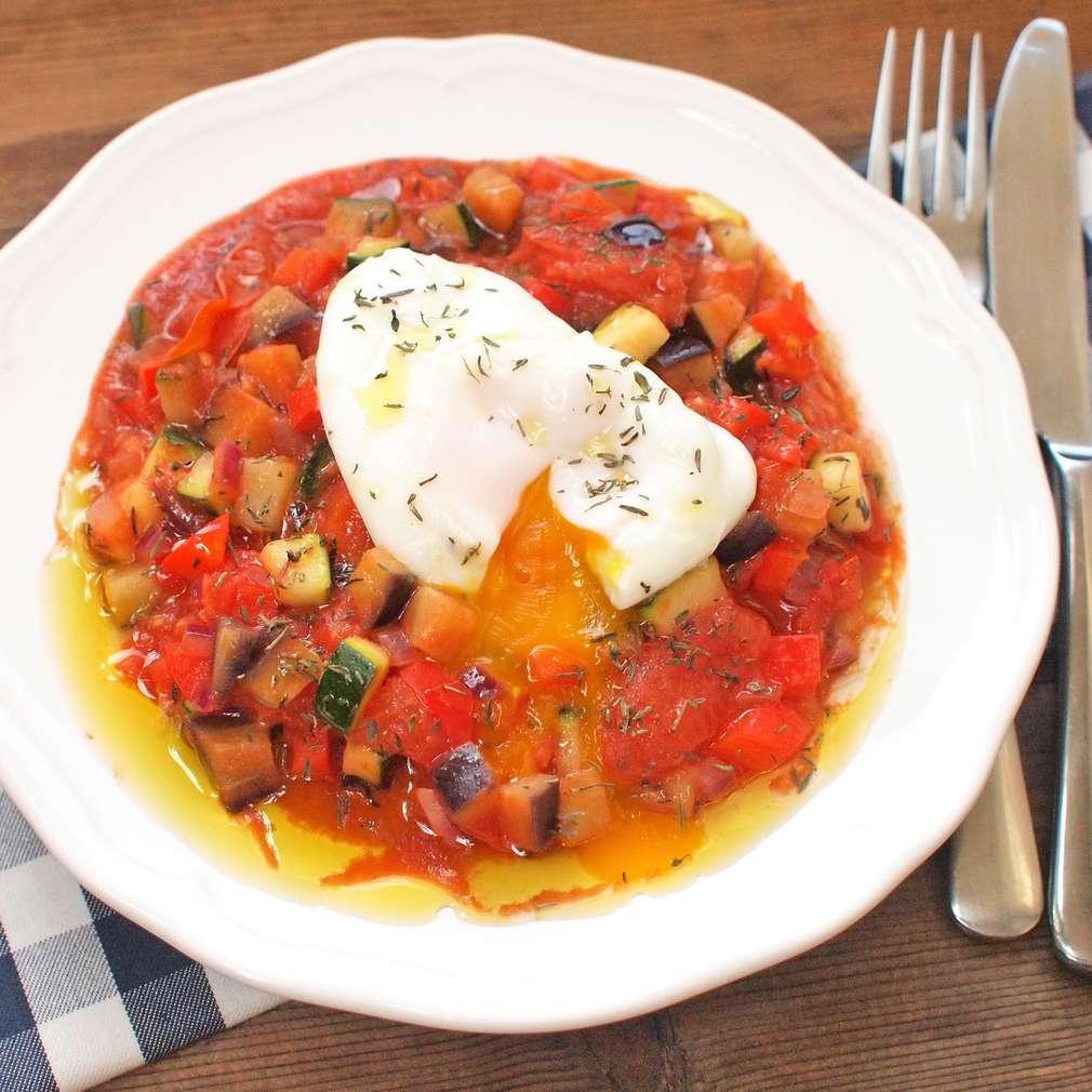 Zobrazit Pošírovaná vejce s provensálskou zeleninou receptů