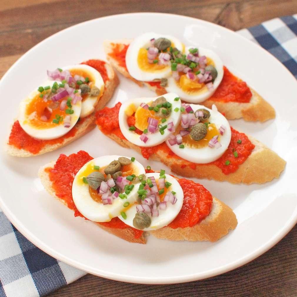 Zobrazit Pikantní chlebíčky s vejci receptů