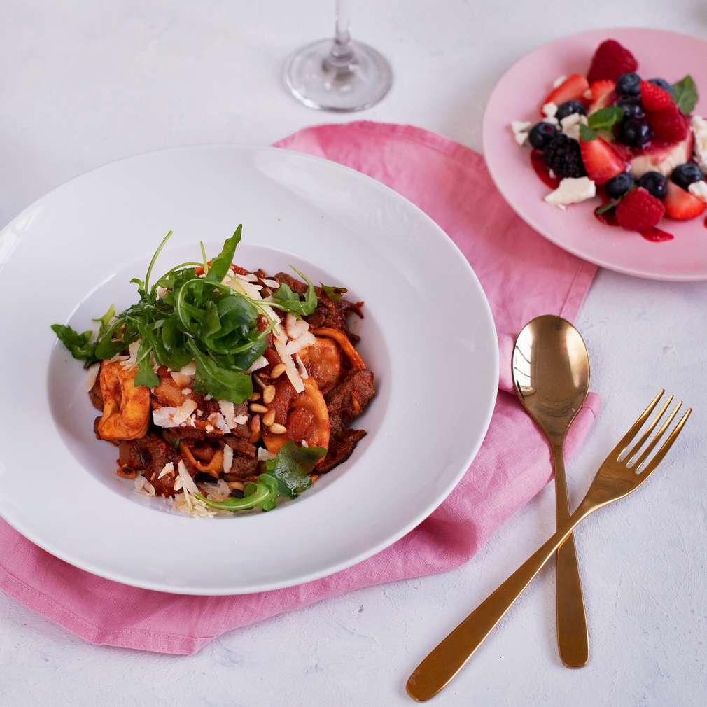 Zdjęcie przepisu Tortelloni z polędwicą wołową, pomidorami i chili