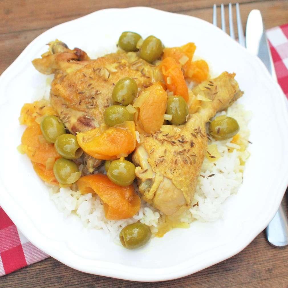 Zobrazit Dušené kuře se sušenými meruňkami receptů