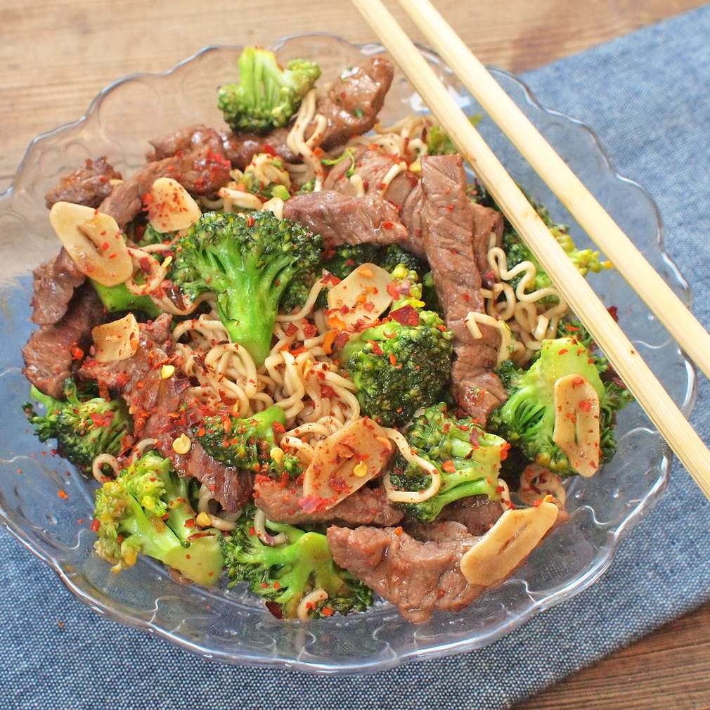 Zobrazit Stir fry s hovězími nudličkami a brokolicí receptů