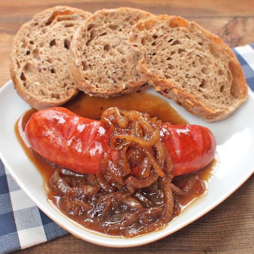 Zobrazit Klobásky s karamelizovanou cibulí receptů