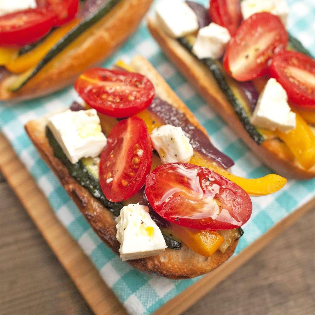 Zobrazit Zeleninová bruschetta se sýrem receptů