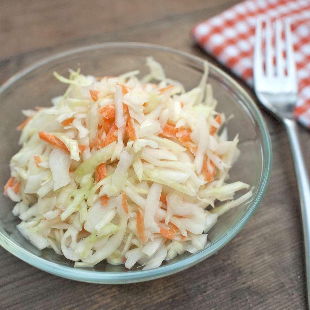 Zobrazit Domácí zelný salát coleslaw receptů