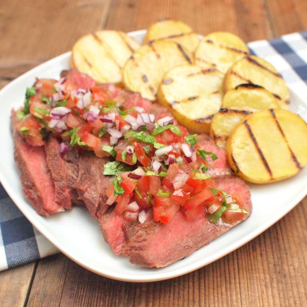 Zobrazit Filírovaný steak bavette s rajčatovou salsou receptů