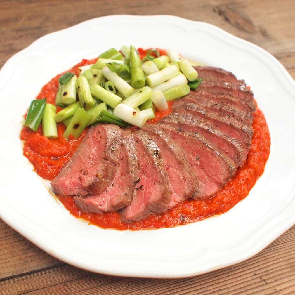 Zobrazit Filírovaný steak bavette s pečenou paprikou receptů