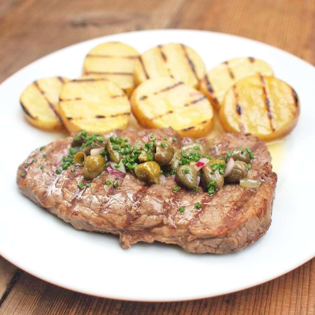 Zobrazit Grilovaný steak s kaparovým máslem receptů