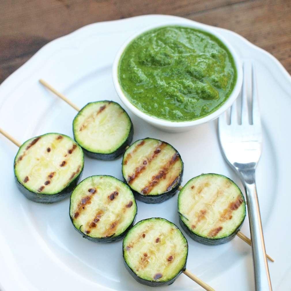 Zobrazit Grilované špízy z cukety s pikantní salsou receptů