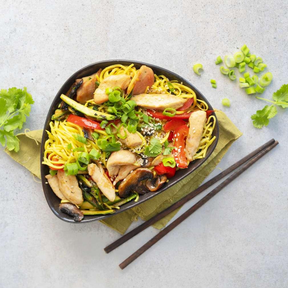 Zobrazit Smažené nudle s kuřecím masem receptů