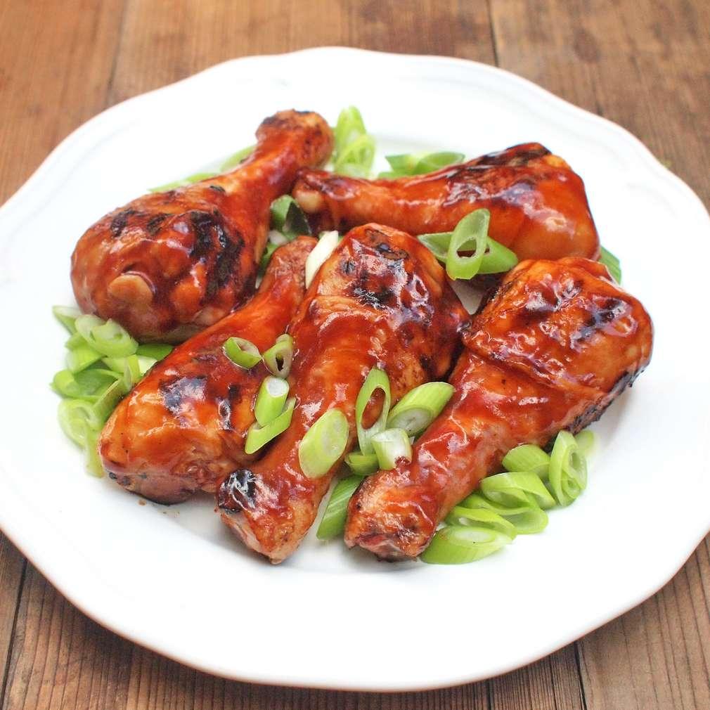 Zobrazit Grilované kuřecí špalíčky s BBQ omáčkou receptů