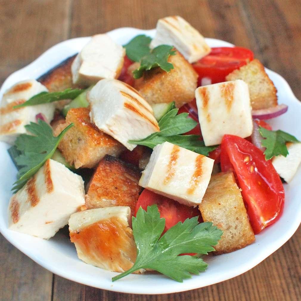 Zobrazit Salát panzanella s grilovaným kuřetem receptů
