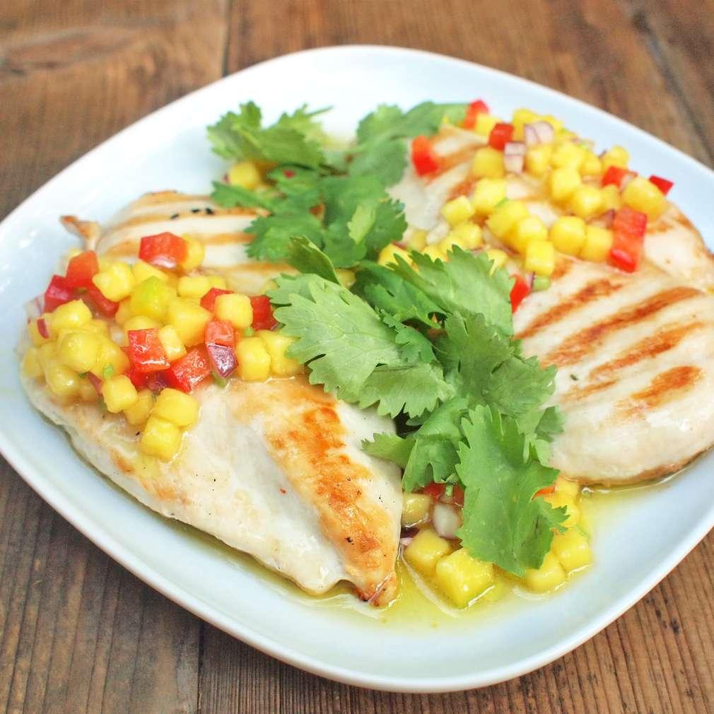 Zobrazit Grilovaná kuřecí prsa s mango salsou a koriandrem receptů