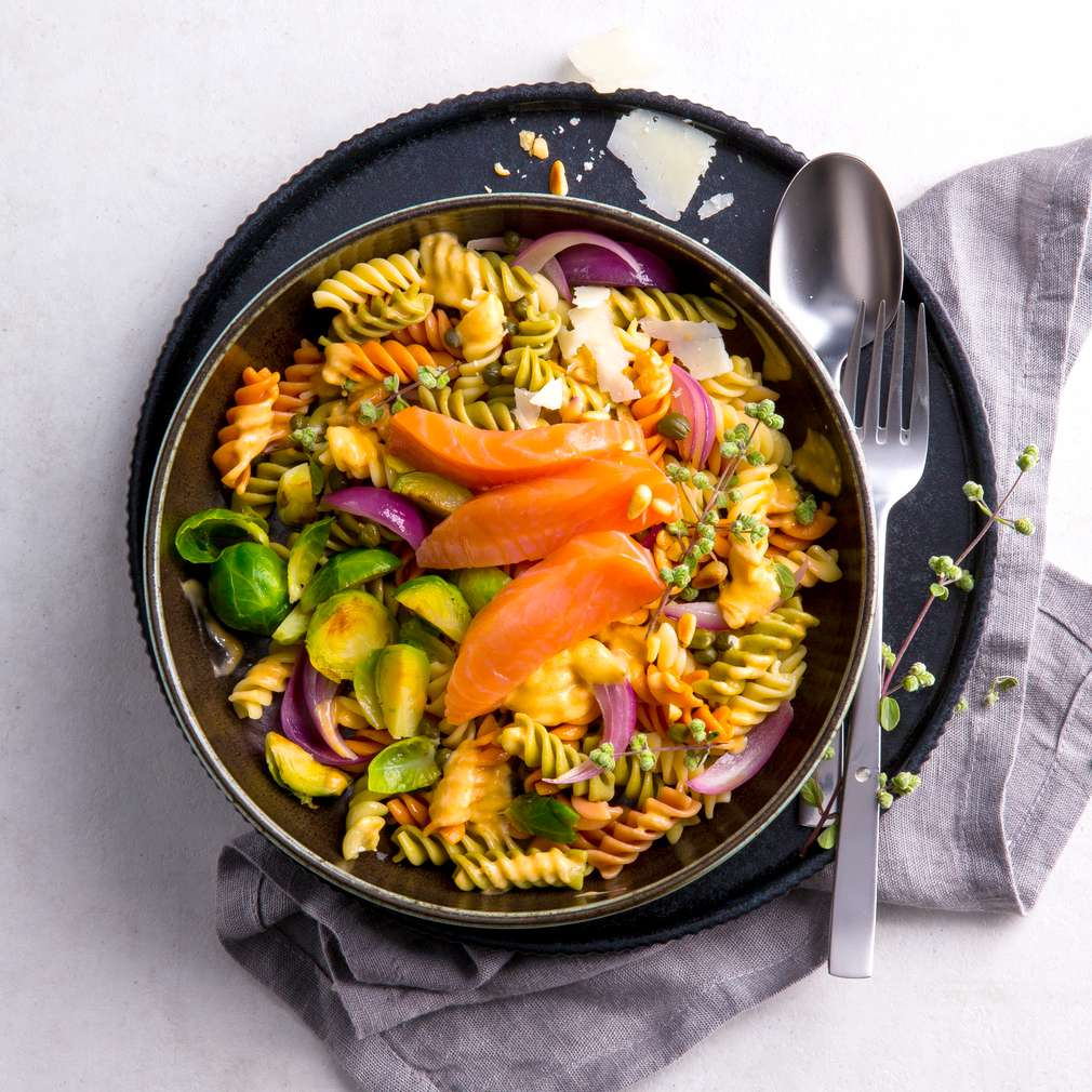 Fotografija recepta Fusilli Tricolore sa trakicama lososa u umaku od tune