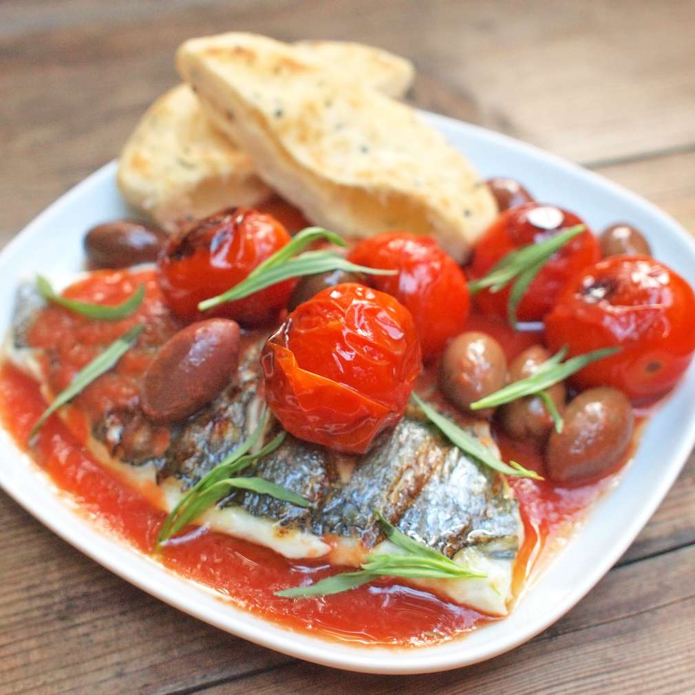 Zobrazit Grilovaný filet z pražmy s rajčaty a olivami receptů