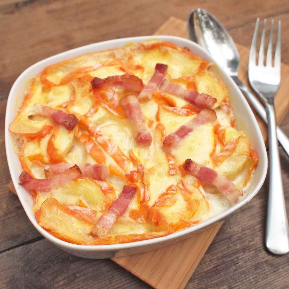 Zobrazit Zapékané brambory se špekem a sýrem receptů