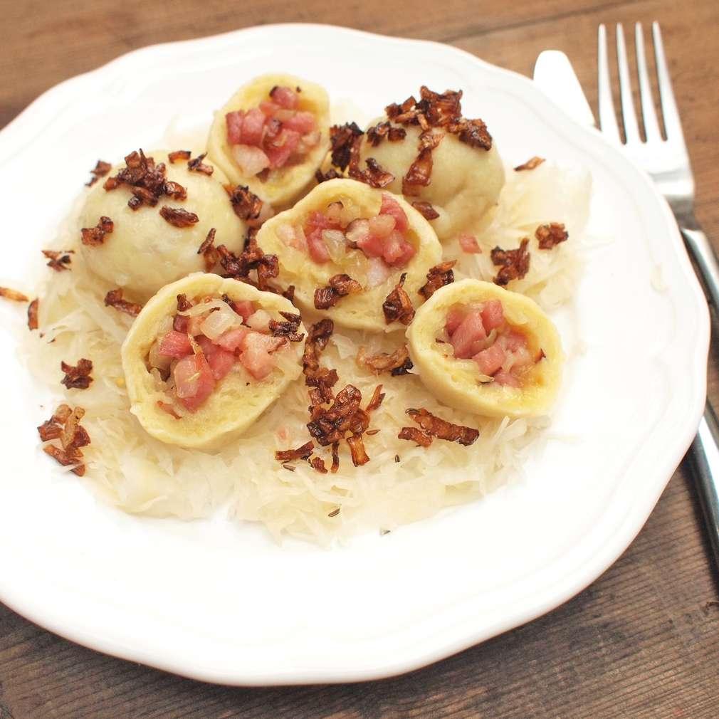 Zobrazit Plněné bramborové knedlíky s uzeným masem receptů