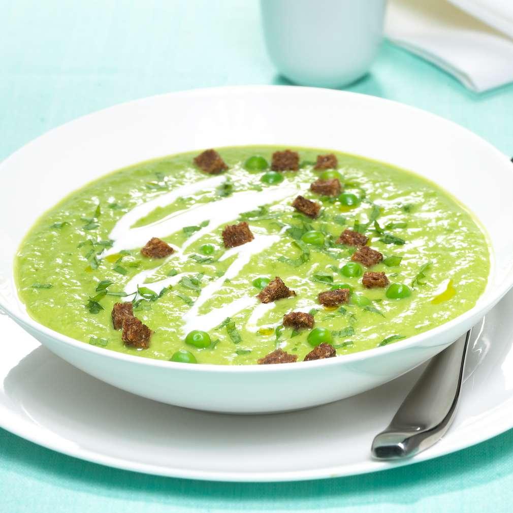 Zobrazit Letní polévka z hrášku s estragonem a tmavými krutony receptů