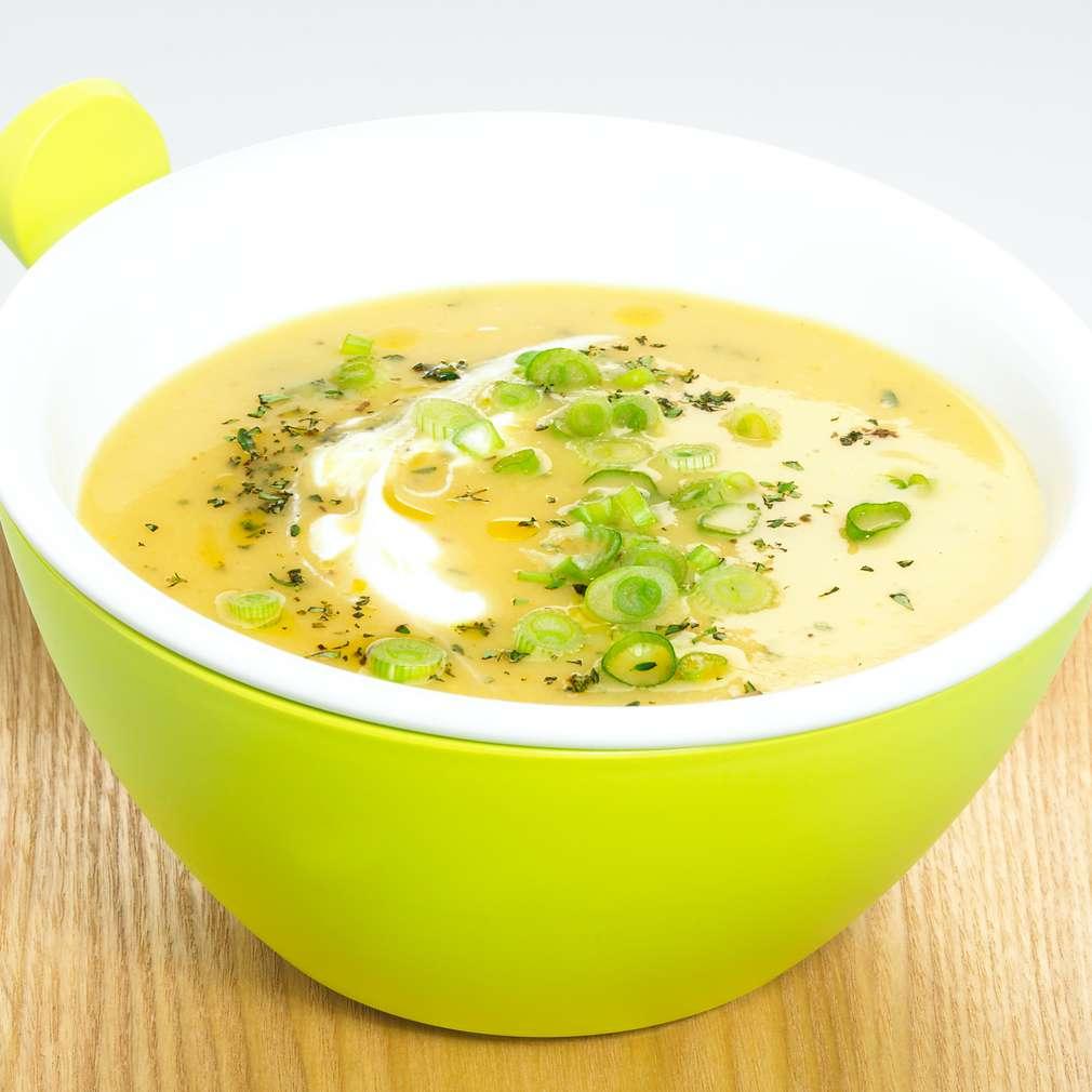 Zobrazit Vydatný bramborový krém s mrkví a jarní cibulkou receptů