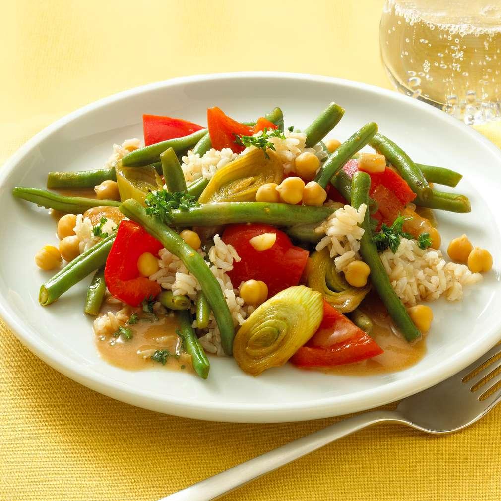 Zobrazit Vegetariánská rýže s fazolkami a cizrnou receptů