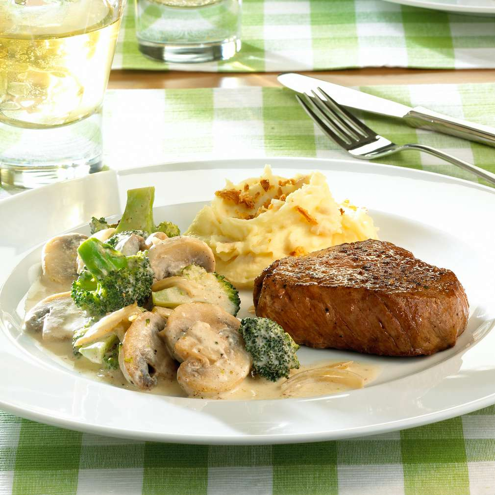 rezept f r rindersteak mit broccoli pilz gem se kaufland. Black Bedroom Furniture Sets. Home Design Ideas