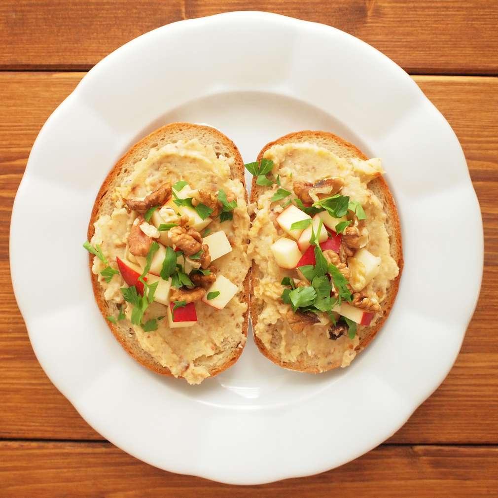 Zobrazit Pomazánka z celeru s vlašskými ořechy receptů